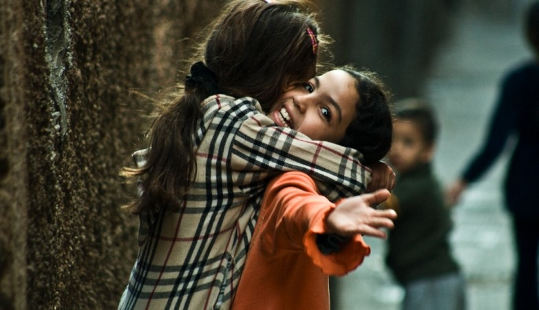 Um abraço por dia afasta o stress… e a gripe