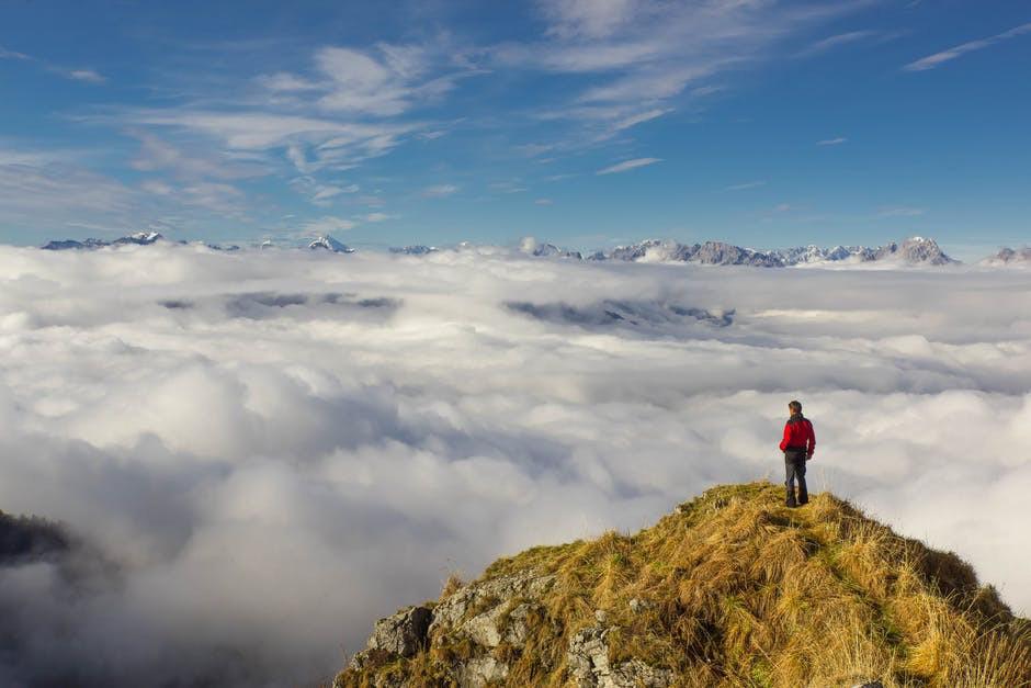 O enraizamento, a atenção plena e ser uma montanha
