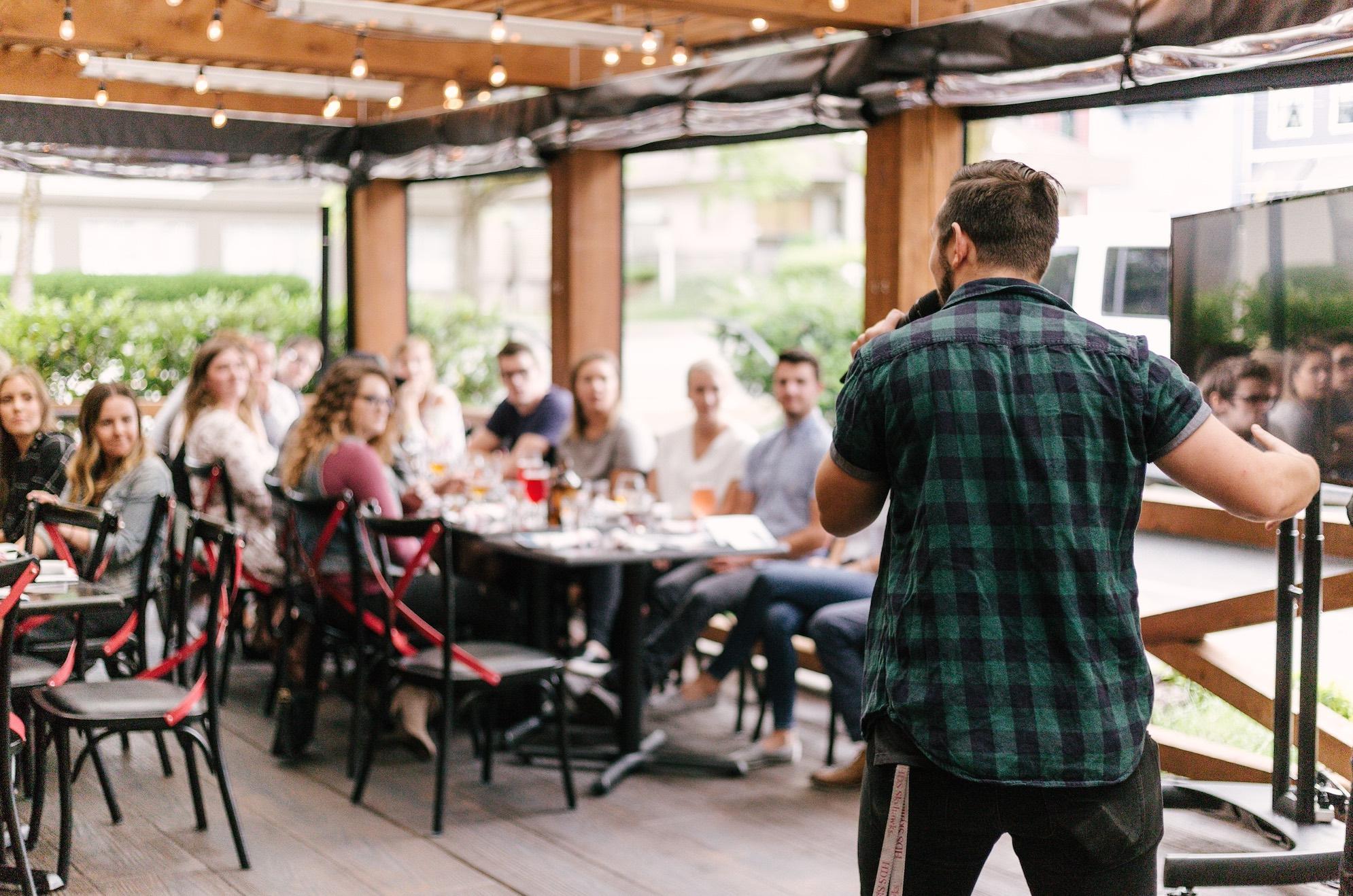 Como vencer o medo de falar em público com a prática de Reiki