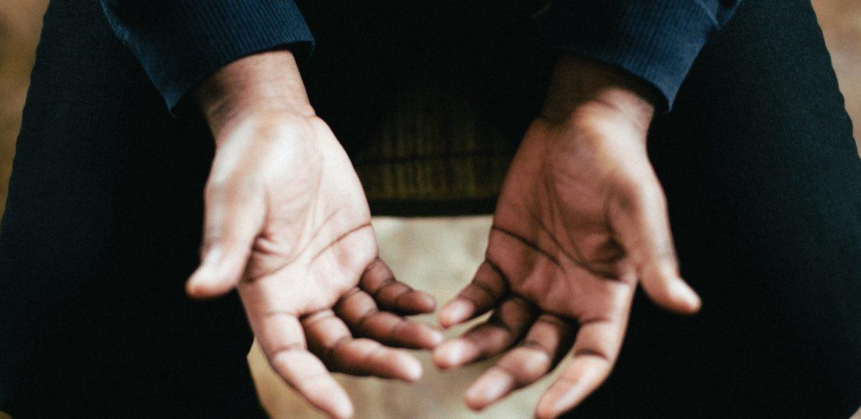 O que significa as mãos mexerem-se sozinhas na prática de Reiki